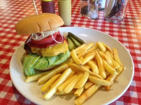 お昼のハンバーガー